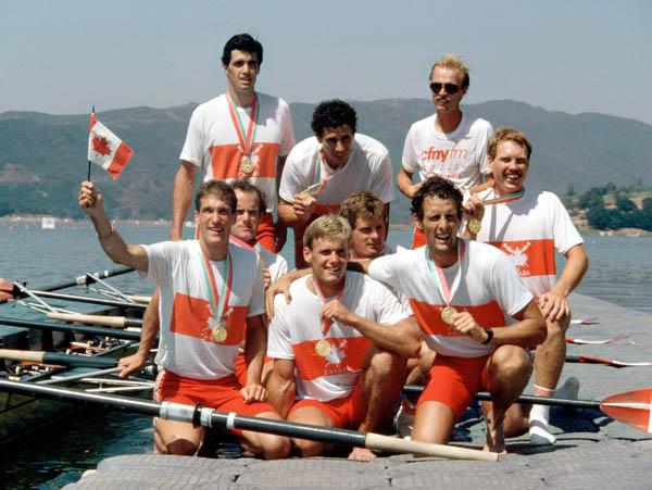 Canada's men 8 rowing team celebrates their gold medal win at the 1984 Olympic games in Los Angeles. (CP PHOTO/ COA/Ted Grant)  L'équipe du huit d'aviron masculin du Canada célèbre après avoir remporté une médaille d'or aux Jeux olympiques de Los Angeles de 1984. (Photo PC/AOC)