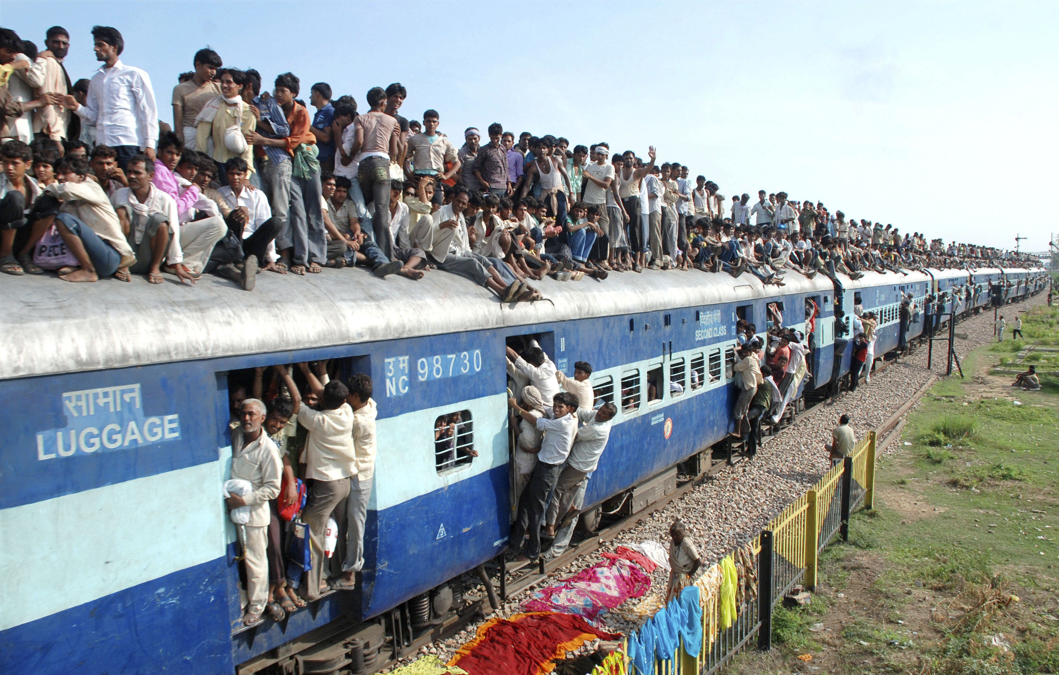 "Hindu devotees travel on a crowded passenger train to take part in the ""Guru Purnima"" festival in Goverdhan town near the northern Indian city of Mathura July 24, 2010. Guru Purnima is observed to pay respects to one's ""guru"" or teacher who symbolises the Hindu Trinity of Brahma, Vishnu and Mahesh, believed to be the creators of the universe and will be celebrated on Sunday. REUTERS/K. K. Arora (INDIA - Tags: SOCIETY RELIGION TRANSPORT)"