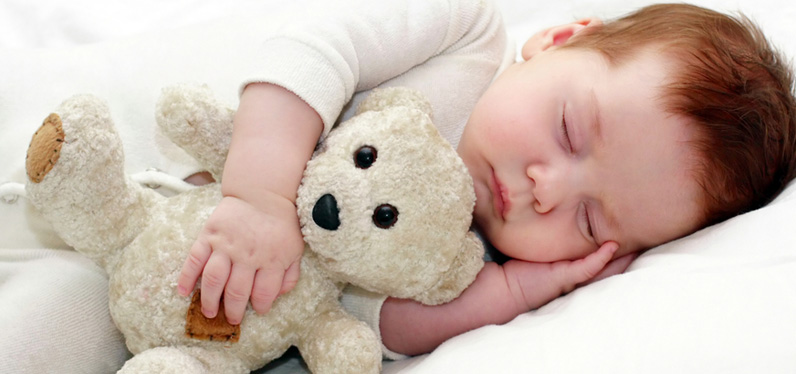 cute-baby-hugging-and-sleeping-with-teddy-bear-doll-photo-hd-image-jpg
